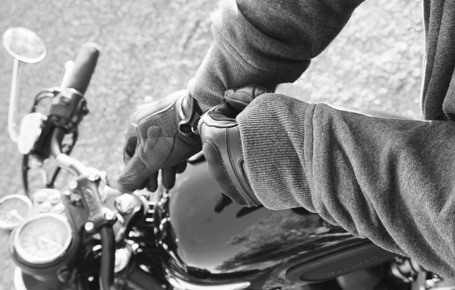 Motorcycle Gloves - Guide to buy motorcycle clothing gear
